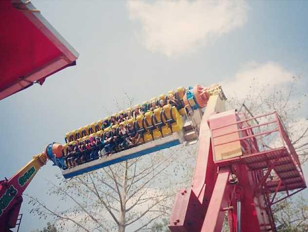 flying tornado wahana jatim park 1
