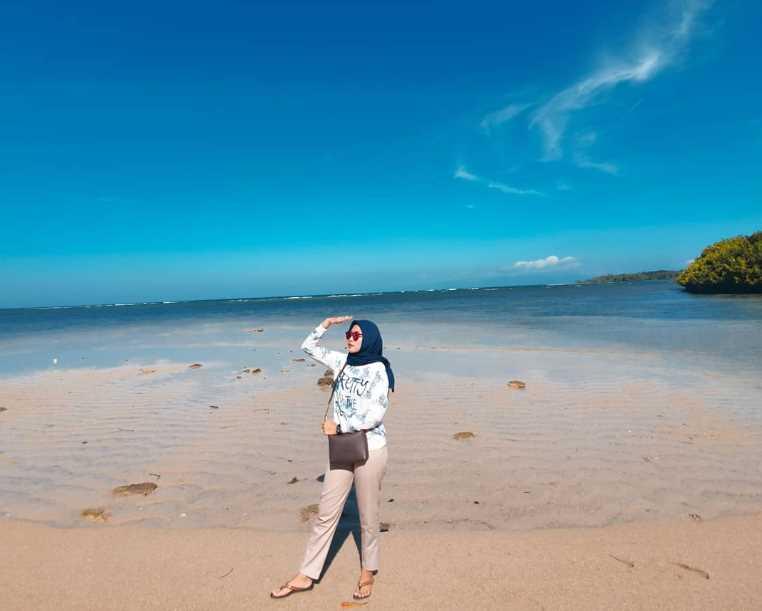 wisata banyuwangi Pantai Bama